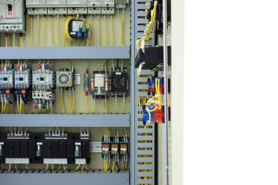 初心者必見!押さえておきたい制御盤設計の基礎知識 - 世界標準の電気設計CAD EPLANブログ